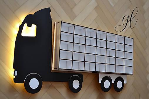 Polička na autíčka - nákladné auto 1