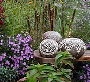 Svietidlá a sviečky - ornamentami vyšívaná - svietnik - 12381110_