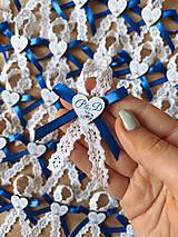 Svadobné pierka pre rodičov a svedkov modrá, farebné srdiečka