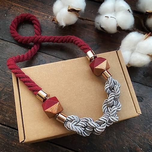 Bordo-šedý náhrdelník s půlenými korálky