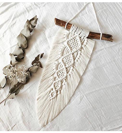 Dekorácie - Macramé BOHO pierko - 12394600_