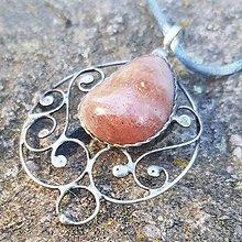 Náhrdelníky - Cínovaný prívesok - Slnečný kameň - 12399259_