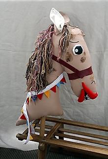 Hračky - Divadeľná bábka. Veliký kôň na palici. - 12402498_