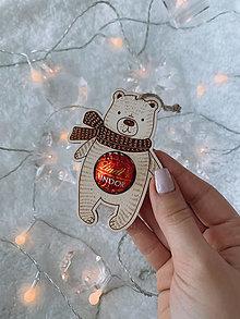 Dekorácie - Vianočná ozdoba salónka medvedík - 12416890_