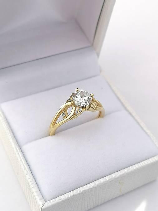 Prstene - Zlatý prsteň zásnubný - 12414476_