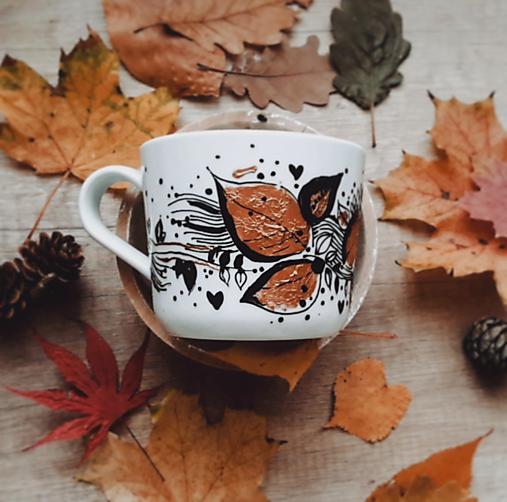 Šálka jesenné lístie