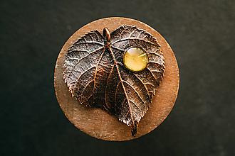 Náhrdelníky - Prívesok lipa s maľovaným sklíčkom - 12420418_