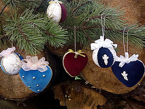 Dekorácie - vianočné gule a srdiečka - 12425397_