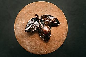 Náhrdelníky - Prívesok šípka s lístkami - 12424507_