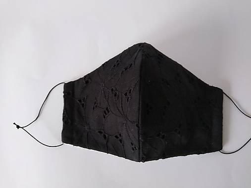Dizajnové rúško čierne elegantné s madeirou trojvrstvové  tvarované