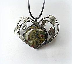 """Náhrdelníky - Cínový šperk s minerálom """"Srdce s listami"""" - 12430729_"""