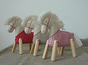 Hračky - Koník s drevenými nohami - hračka - 12429386_
