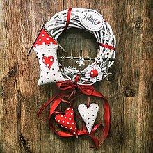 Dekorácie - Venček na dvere - Utkaný z jahodovej peny ♥♥♥ - 12434864_