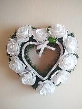 srdce na hrob s bielymi ružami 40 cm