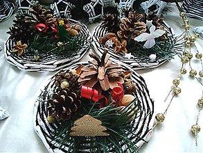 Dekorácie - Vianočná dekorácia z prírodných materiálov - 12435174_