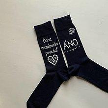 """Obuv - Maľované ponožky pre ženícha (tmavomodré s nápisom nad členkom: """"Dnes nezabudni povedať ÁNO"""") - 12435924_"""