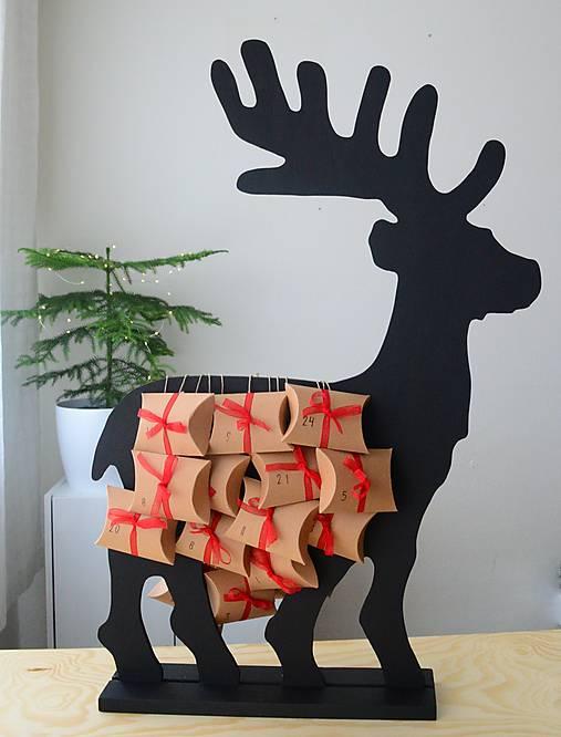 Adventný kalendár čierny jeleň