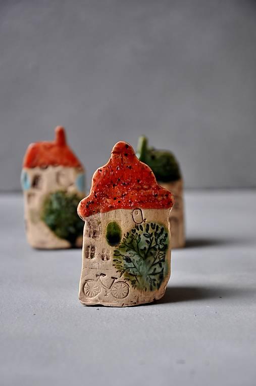 dom domček stojaca dekorácia jahodový