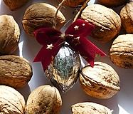 Dekorácie - Strieborné vianočné orechy na stromček - 12441657_