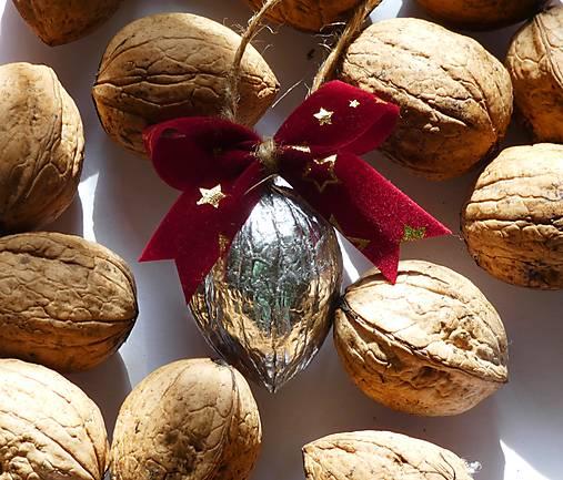 Strieborné vianočné orechy na stromček