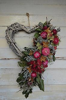 Dekorácie - Prútené srdce zo sušenými kvetmi - 12446416_