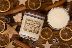 Svietidlá a sviečky - Sviečka zo 100% sójového vosku - Snehom pokrytá jedlička - 12444638_