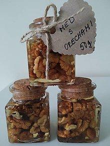 Potraviny - Kvetový med s vlašskými orechami - 12444969_