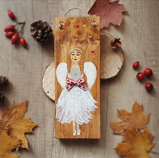 Maľovaný anjel na dreve