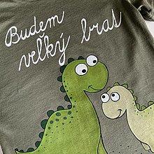 """Detské oblečenie - Maľované tričko s nápisom """"Bude zo mňa veľký brat"""" ( (olivovozelené s dlhým rukávom- s dinosaurami) - 12451019_"""