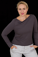 Topy - Elegantný antracitový top s prekríženými ramenami - 12454015_