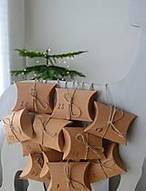 Dekorácie - Adventný kalendár strieborný jeleň - 12454703_