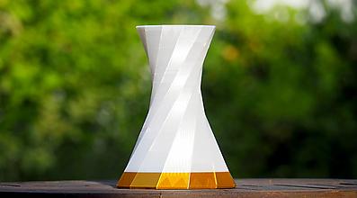 Dekorácie - Jednoduchá točitá svadobná váza / Moderná / Svadba / Štýlová / Luxusná / Moderná / Dekorácia - 12455309_