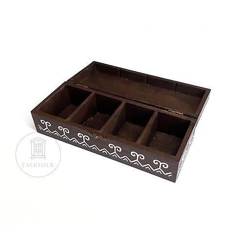 Ručne maľovaná krabica na čaje Čičmany (V7.7cm-D24cm-S16cm (4 priečinky))