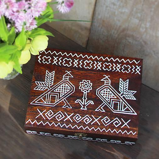 Ručne maľovaná krabica na čaje Čičmany (V7cm-D25cm-S19.5cm (12 priečinkov))