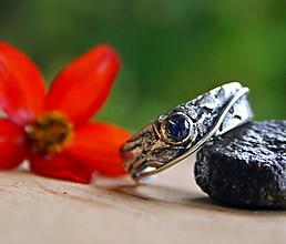 Prstene - Strieborný prsteň s iolitom - 12460883_