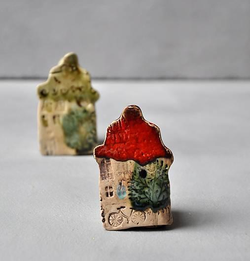 Dekorácia dom, domček, červený