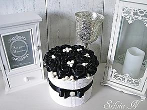 Dekorácie - Box ruží v čiernej farbe. - 12465487_