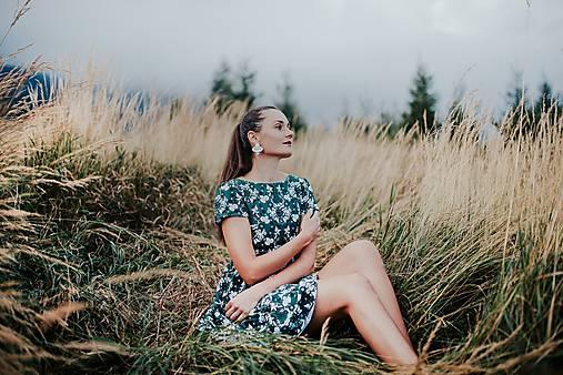krátke šaty potlač zelené Sága krásy