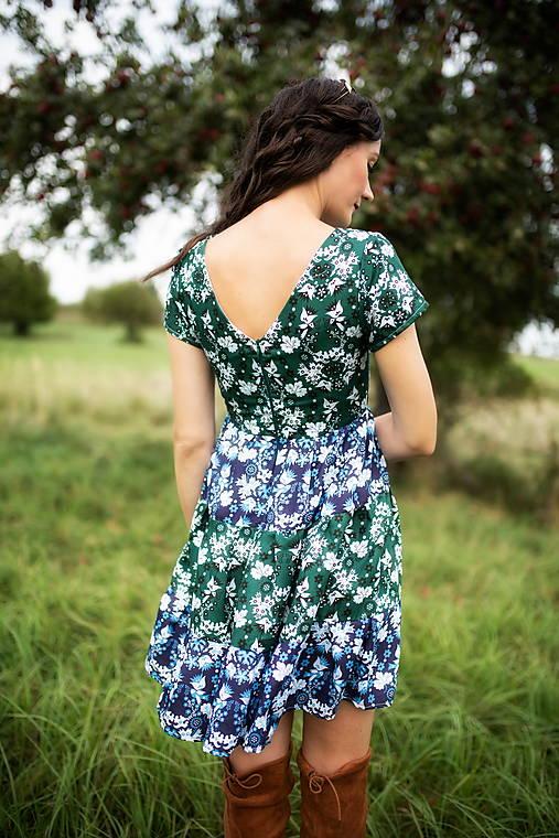 krátke šaty potlač Sága krásy