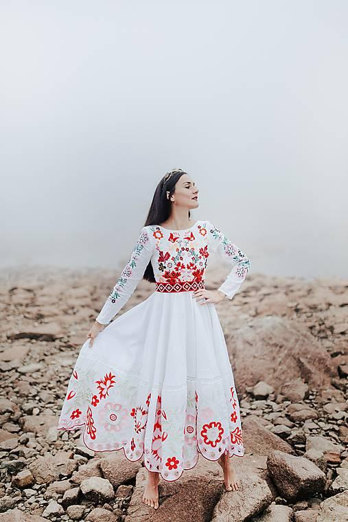 vyšívané šaty Sága krásy