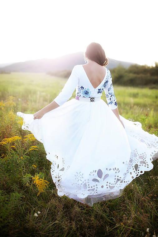 madeirové vyšívané šaty Poľana
