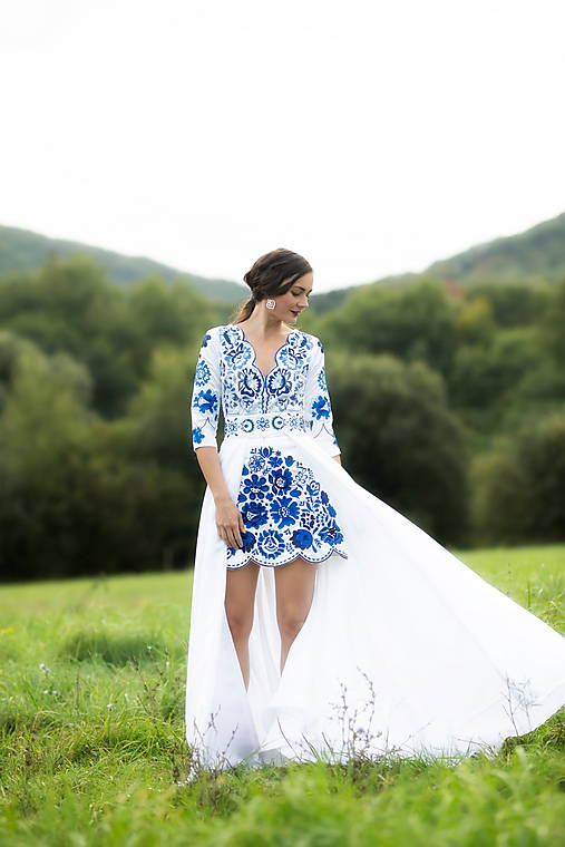 krátke biele šaty s vlečkou Poľana
