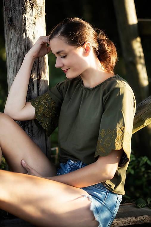 vyšívané tričko Sága krásy
