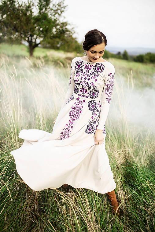 béžové dlhé šaty Slavianka