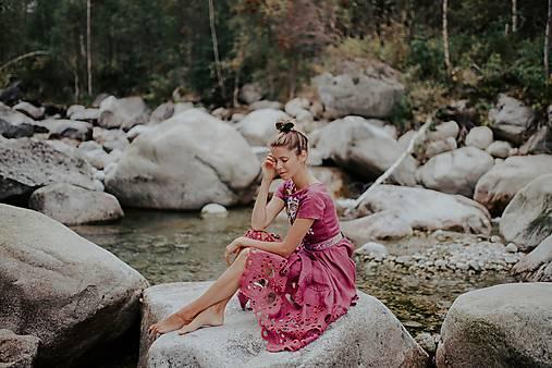 fialové šaty Poľana