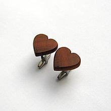 Šperky - Drevené manžetové gombíky - slivkové srdiečka (nerez) - 12467931_