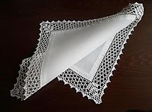 Úžitkový textil - Obrúsok s háčkovanou krajkou - 12469784_