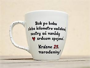 Nádoby - Maľovaný hrnček pre sestru (3 postavičky + text) - 12472182_