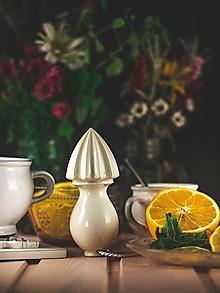 Pomôcky - Citrusovač - lis na citrusy - ecru - 12470203_