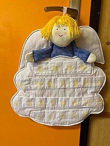 Dekorácie - Adventný kalendár - anjel chlapec (dlžka 60 cm šírka 60 cm) - 12470374_